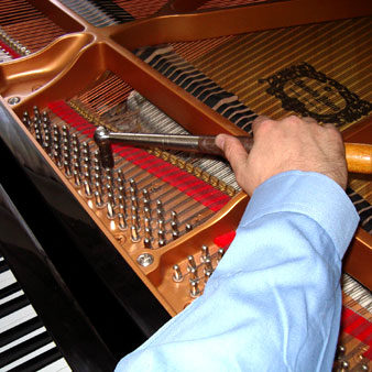 Piano_Tuner_Photo.175173904_std